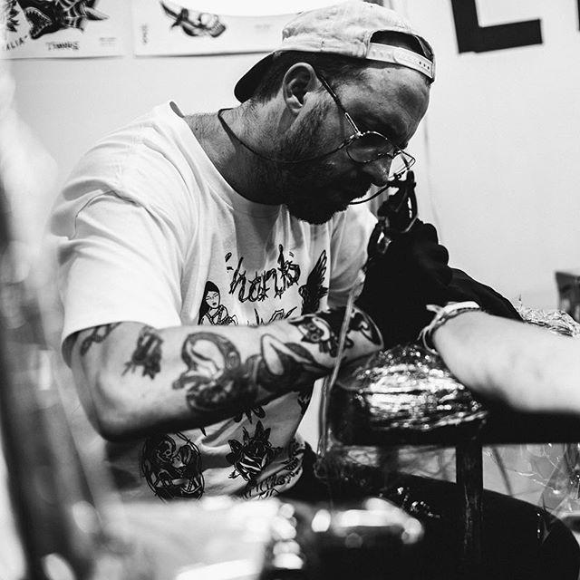 @thankstattoosydney @foureyestattoo @ritesofpassagefestival • • • #tattoo#sydney#ritesofpassage#foureyestattoo#traditionaltattoo#blackandwhite#photograph#tattoos#vsco#vscocam#exploreeverything#tattooexpo#guyswithtattoos#thanks#tradtattoo#neotrad#art