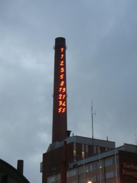 Fibonaccin lukusarja Turku Energian savupiipussa