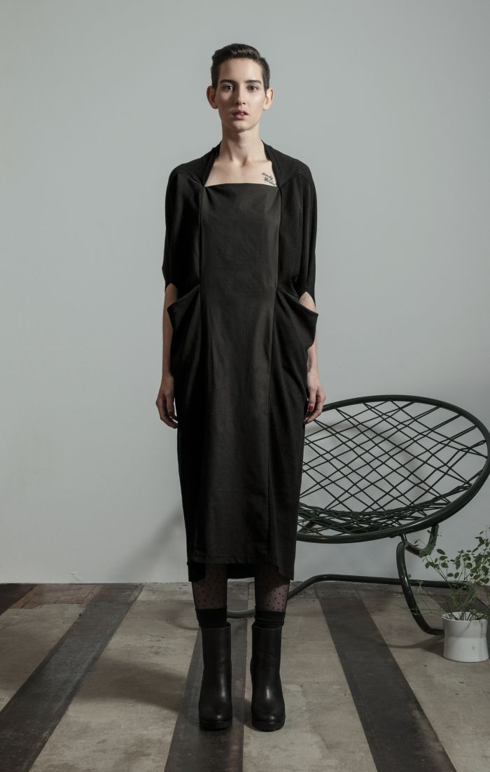 Wrap dress, black, 100% organic cotton. Fair, organic and unique. Locally designed and manufactured by hand in Berlin, by Format Favourites. #blackdress #mididress #dress #fashion #womanfashion #localfashion #localdesigner #handmadefashion #berlinfashion #berlindesigner
