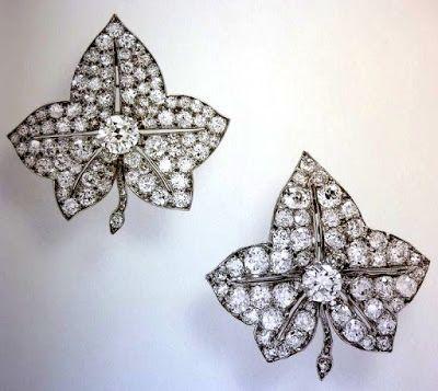 Двойная брошь Листья плюща Гревилл.  Платина, бриллианты. Cartier, 1930-1937. Подарена родителями будущей королеве на 21-ый день рождения.  О драгоценном наследстве госпожи Маргарет Гревилл -