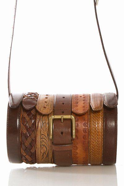 ¿Quien dijo que los cinturones de cuero pasaron de moda?. #reciclar alarga la vida tuya y de los #residuos