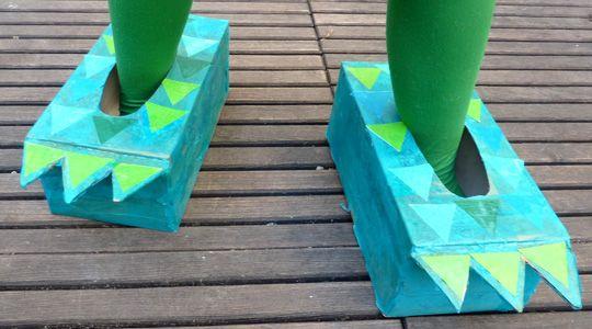 patte de dragon deguisement enfant http://www.grandiravecnathan.com/bricolage/les-pattes-du-dragon.html