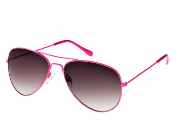 Shades in a fun colour are a must have this summmer. No makeup? No problem! #momuniform #aviators #pink