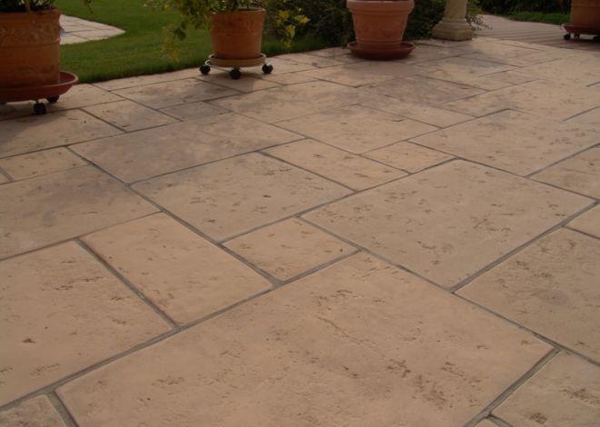 Dláždění z pravoúhlých desek je možné doplnit velkým kruhovým prvkem LIMA kruh, nebo jeho částí. Desky připomínají starou kamennou dlažbu s ohlazeným kamenným reliéfem.