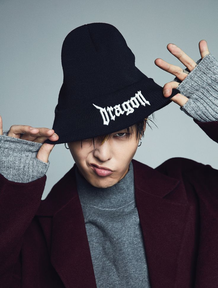 [8 X G-Dragon] GD's signature typography, DRAGON, is embroidered and accented on the center of the knit beanie.