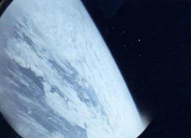 Vigilando la Tierra desde hace 70 años: La primera foto de la Tierra desde el espacio tomada por un astronauta