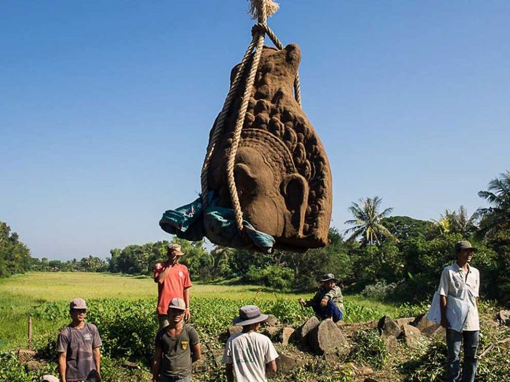 Three Angkorian-era statue heads were found under more than half a metre of soil last week at Banteay Chhmar temple in Banteay Meanchey province.  http://www.phnompenhpost.com/national/three-statue-heads-unearthed