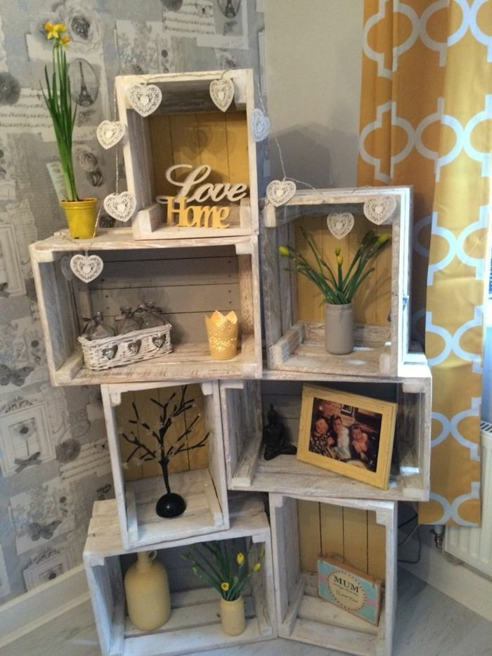 meuble en cagette, rangement déco, photo de famille, accessoires décoratifs, p