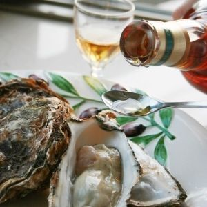 スモーキーな味わいのボウモアの強さが、宮島かきの旨味の濃さと、良く合います。口の中で旨味を混ぜ合わせる瞬間の幸せ。飲み過ぎ注意です。ボウモアがない場合は、他のシングルモルトウィスキーでも美味しいです。 - 72件のもぐもぐ - ボウモア&宮島牡蠣のオイスターカクテル by 楽天市場のグルメ