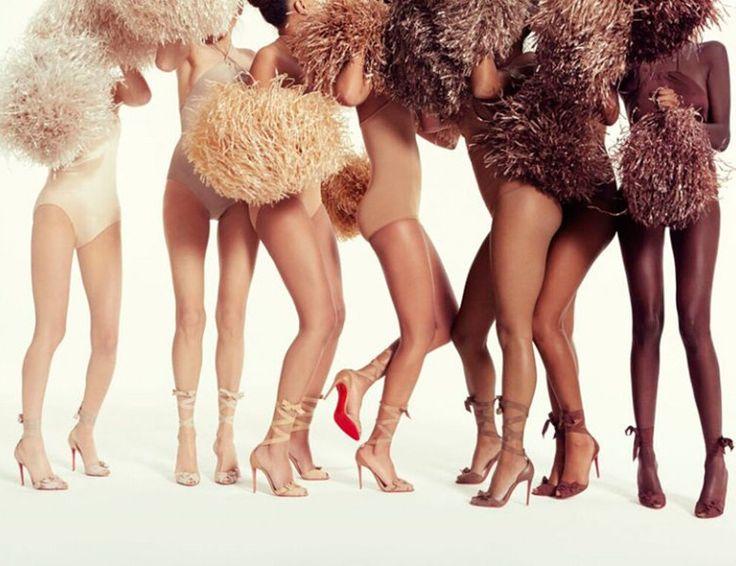 El famoso diseñador de la suela roja lanza una colección de zapatos con siete tonalidades diferentes