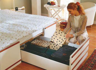 Glöm de klumpiga lådorna på hjul under sängen. Här får du en beskrivning på en snygg och funktionell säng med massor av inbyggda förvaringsutrymmen.