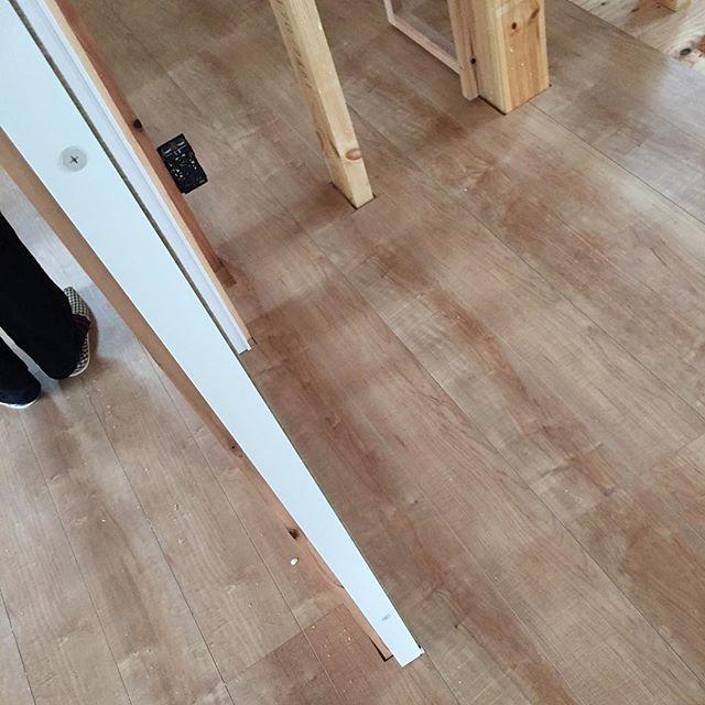 2015.10.11 二階の床は、予算の関係上シート材に。 思ったより悪くなかった^ ^ * #北欧 #家づくり #新築 #床材