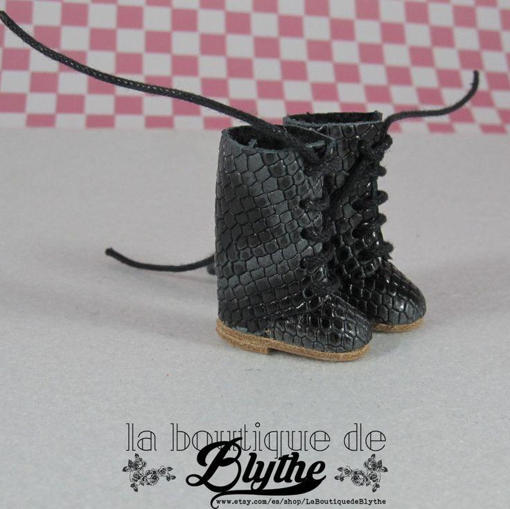 Black Leather Boots with grey stripes for Blythe doll - Botas  negras en piel con franjas en gris para Blythe de LaBoutiquedeBlythe en Etsy