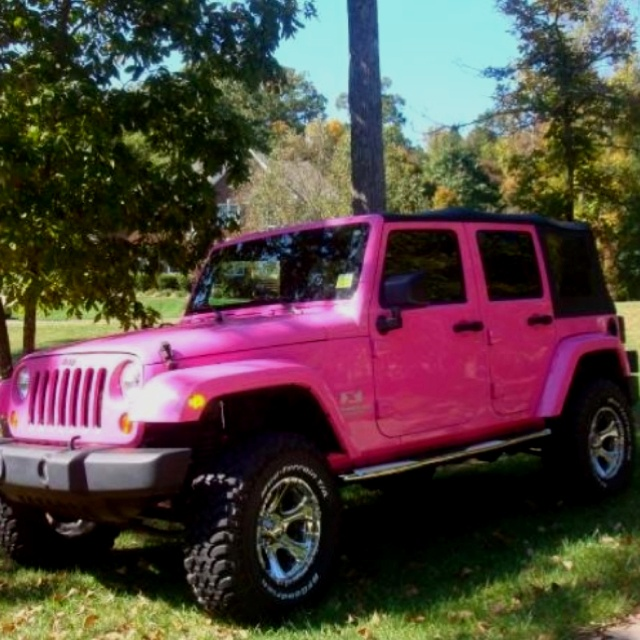 †♥ ✞ ♥† LOVE This Pink Jeep! †♥ ✞ ♥†, wish mine was pink!   I want a blue one
