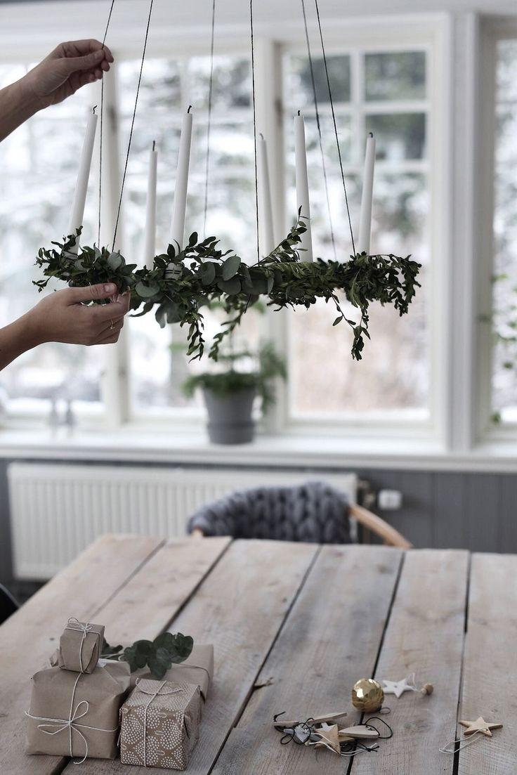 Imorse vaknade vi av massor med snö, så mysigt! Vi fick lite julfeeling och hämtade upp vår fina gran och ställde ner i matsalen och sen dess har vi julpysslat mest hela dagen, slagit in lite klappar…