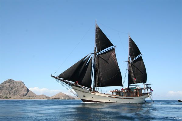 Silolona Sojourns : Luxury Cruises, Private Yacht Charter in South East Asia > Gallery > MSV Silolona