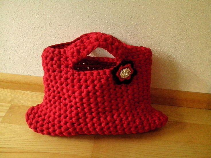 Rote Handtasche aus Stoffgarn von der woll-loewe auf DaWanda.com