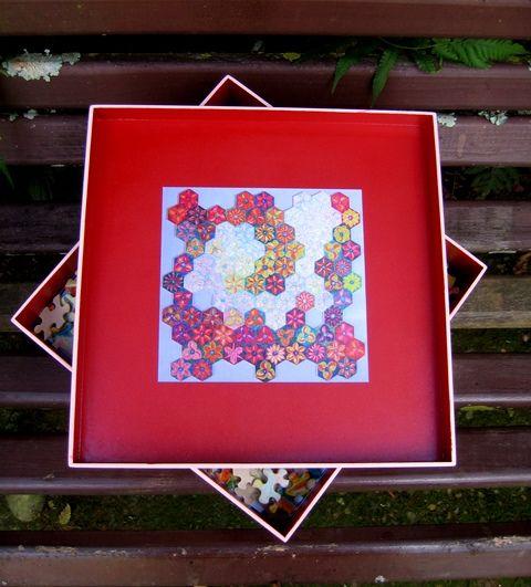 """Puzzle """"O Vôo do Beija-Flor"""" - Caixa de Madeira - face interior. Por Antônia Sobral"""