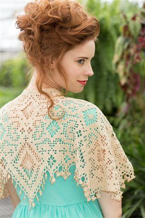 This filet crochet lace shawl is so beautiful! Eolande Shawlette - Media - Crochet Me