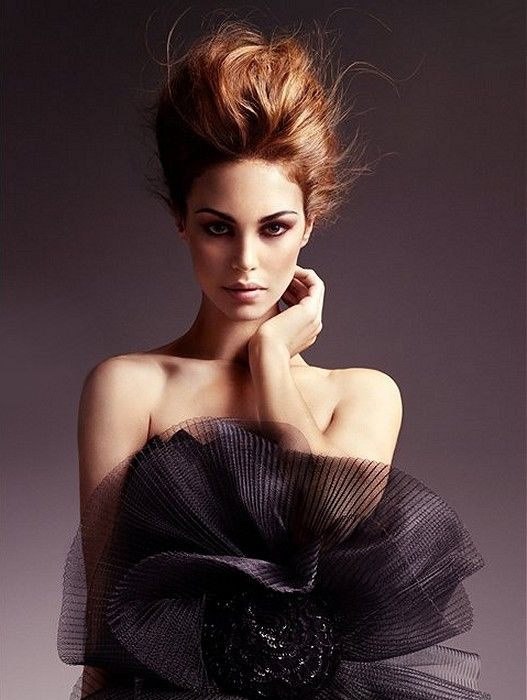 LOVE her hairstyle and this photo!