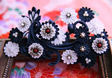 The arabesque with flowers design kanzashi. by haru-mai.deviantart.com on @DeviantArt