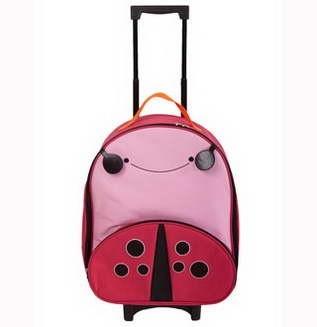 Trolerul LadyBug este o geanta de voiaj pentru copilul dumneavoastra.  Geanta este fabricata din materiale de inalta calitate.  Geanta de transport are un maner si roti, astfel incat copilul dumneavoastra poate trage fara a fi carat in spate.