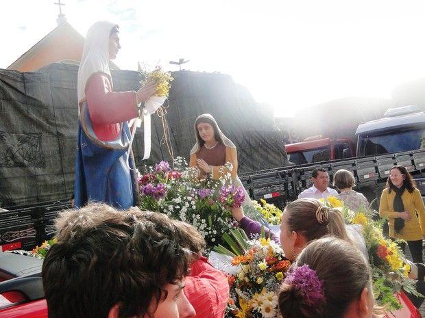 Caminhoneiros homenagearam Nossa Senhora do Caravaggio. (Foto: Margô Segat / Divulgação)