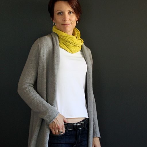 Kakomu Cardigan Pattern – This long, lean cardigan offers a flattering silhouette with a minimalist aesthetic. Wear it purl-side out for a deconstructed look, or knit-side out for a sleek and simple style.