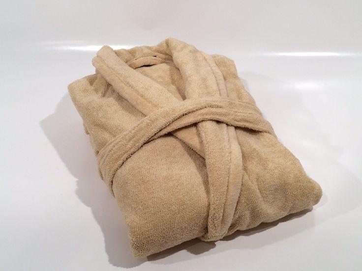 Morbido e confortevole accappatoio in spugna di cotone con collo a scialle completo di cintura