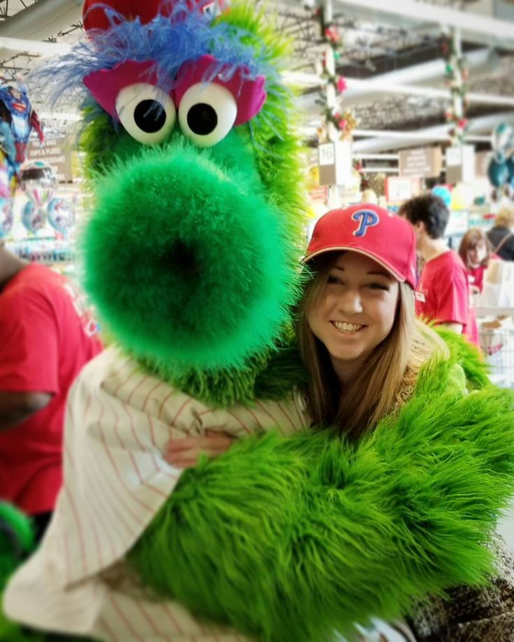 Ran into this guy at a grocery store today. Told him I was a big phan.  #bestmascotinbaseball . . . #phillyphanatic #phillies #baseball #mascot #phanatic #philadelphia