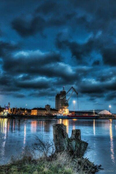 En bild från Åhus hamn
