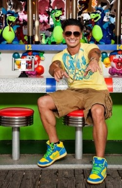 Yes, I can admit that I am addicted to Pauly D :) Ahhh the hottness is on sooo many different levels when it comes to him!!!!