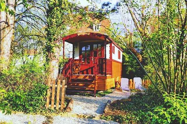 envie d une escapade romantique proche du centre ville de strasbourg la roulotte comtoise vous permet de pr maison de maitre hebergement insolite roulotte