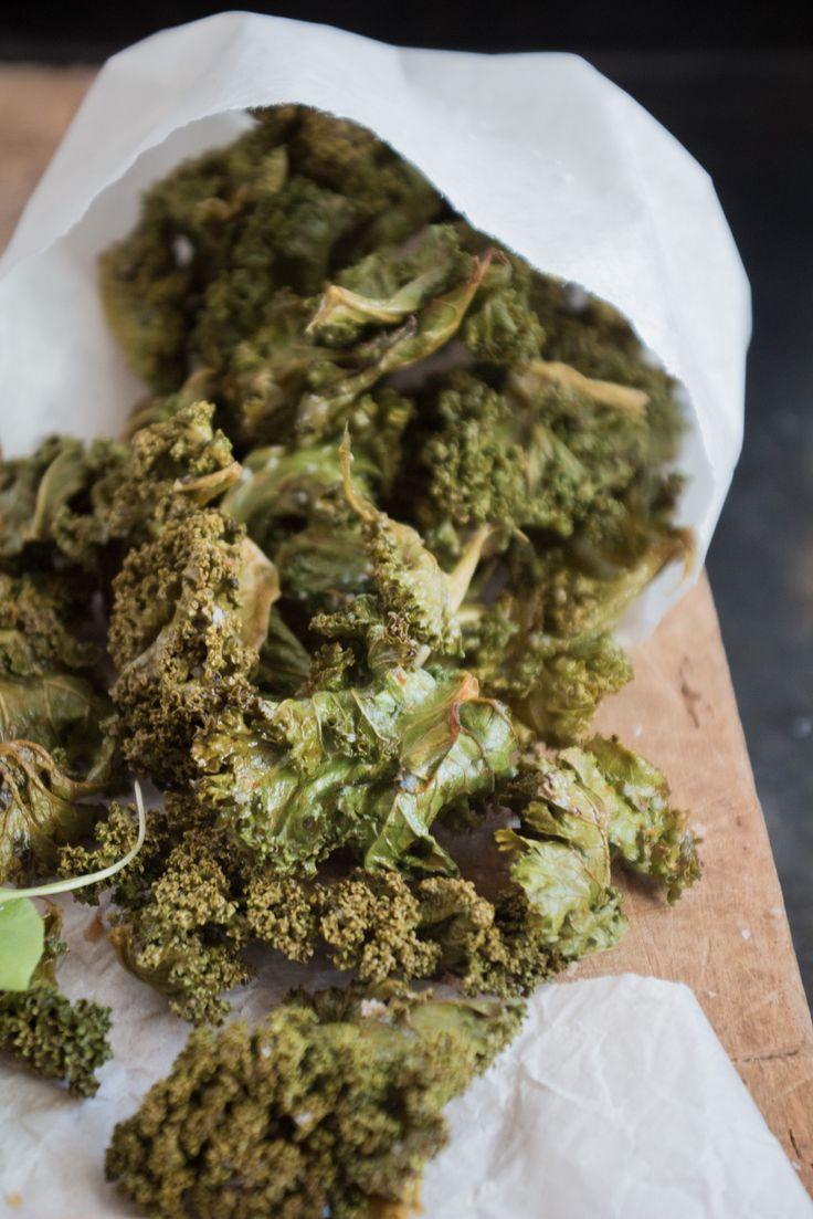 Chips aus Grünkohl oder amerikanische Kale Chips sind lecker und einfach zuzubereiten, hier gibt´s das Rezept dazu