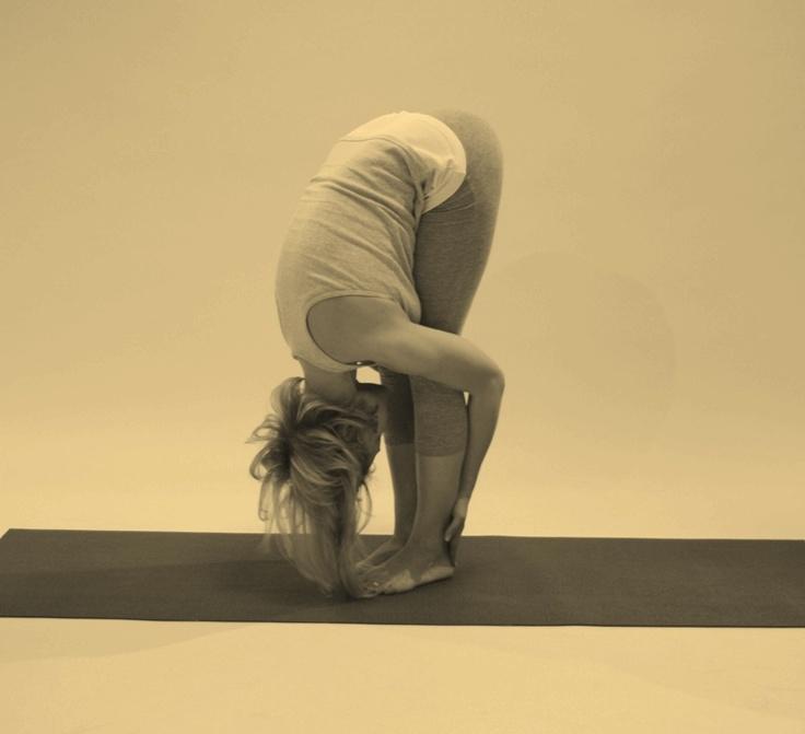 Уттанасана - одна из поз, рекомендуемых для расслабления и снятия усталости. Полное восстановление умственной работоспособности при выполнении асаны в течение 2 минут. Удлиняет заднюю поверхность бедер, вытягивает таз и икроножные мышцы. Укрепляет бедра и колени.