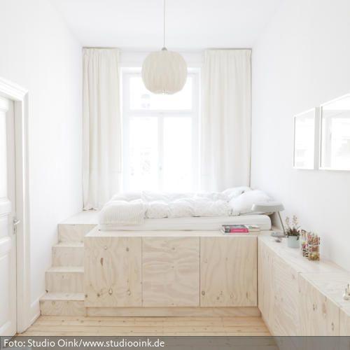 Homestory Studio Oink - Podestbett aus weiß lasiertem Kiefersperrholz