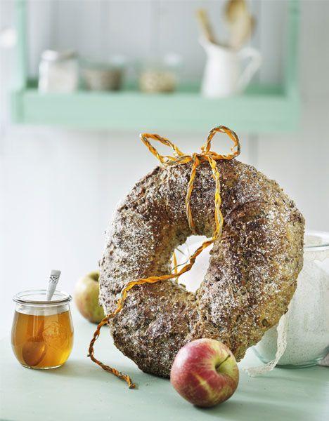 Langtidshævet brødhjul med æbler - Hendes Verden Danish recipe