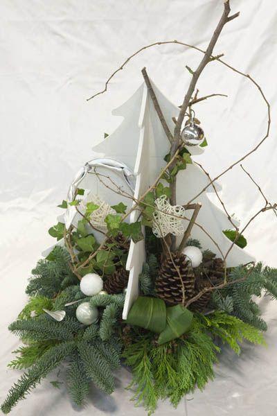 kerst workshops - grote witte houten kerstboom met kerststuk - christa snoek