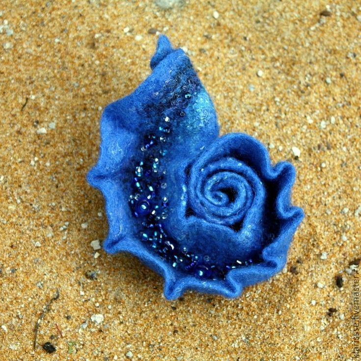 "Felted brooch Shell | Купить Синяя войлочная брошь - раковина ""В тени морских глубин"" - синий, королевский синий"