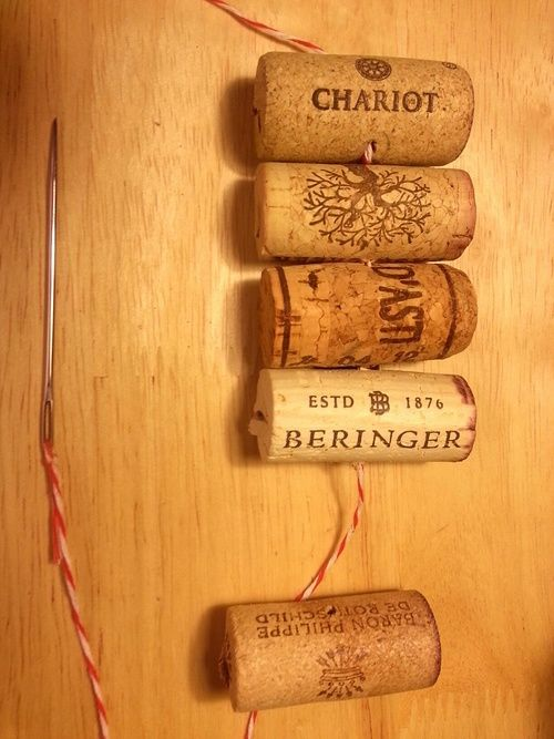 #Travel Inspired #DIY: Wine Cork Garland for the Holidays #Crafts