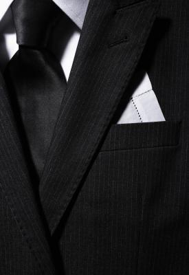 Como fazer um lenço de bolso masculino | eHow Brasil