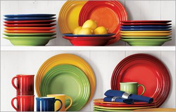 Le Creuset Dinnerware - I am having a heart attack and placing an order: 2 plates, 2 bowls of each color.Lecreuset, Crucible, Creuset Dinnerware, Heart Fiestas, On, La Tables, Fiestas Ware Dishes, Dinnerware Sets, Colors Fashion