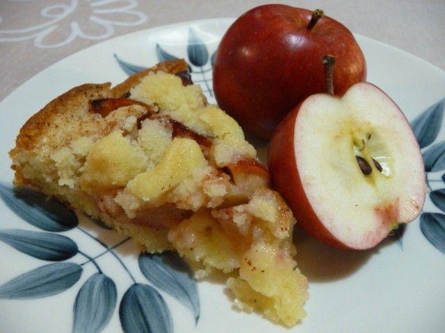 Kaikkien kehuma omenapiirakka - vähän liian makea, vähennä sokerin määrää ohjeesta