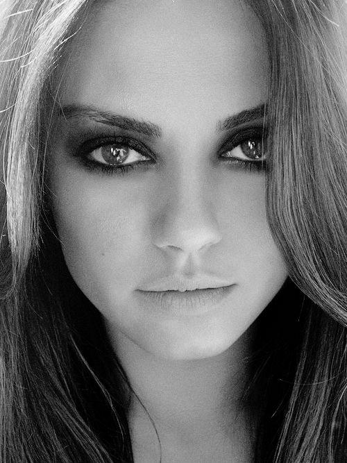 Mila Kunis... always the perfect smokey eye