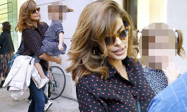 Eva Mendes spends time with daughter Esmeralda in NYC | Daily Mail Online