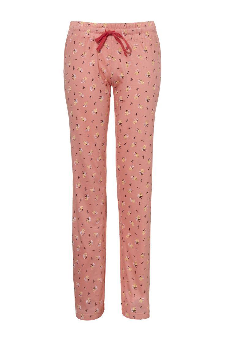 Tricot pyjamabroek van Livera in een mooie kwaliteit met een aziatische print. De elastische tailleband met aansnoerkoord in de kleur koraal, geeft de broek een modische look. Gecombineerd met je favoriete t-shirt of met een bijpassende Livera top, t-shirt of vest is deze broek een echte must have!