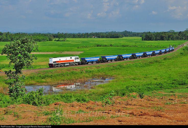 RailPictures.Net Photo: Kricak PT Kereta Api (Persero) GE U18C at Rangkas Bitung, Indonesia by Rendra Swariyan Habib