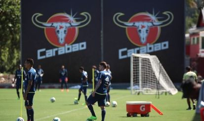 Sob calor intenso no CT Flamengo entra na reta final de preparação para o clássico