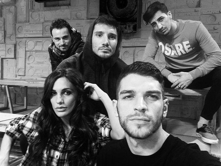 """Simone Nolasco su Instagram: """"5 tipi loschi , aspettano di provare in studio .  @amiciufficiale @wittytv #generali #amici15 #tipiloschi #studio"""""""