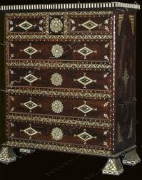 Chest of drawers inlaid with mother of pearl and camel bone